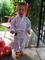 Junge in Karateanzug